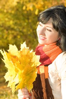 Free Young Woman In The Autumn Park Royalty Free Stock Image - 6736906