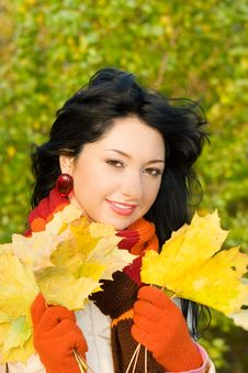 Free Young Woman In The Autumn Park Stock Photos - 6737063