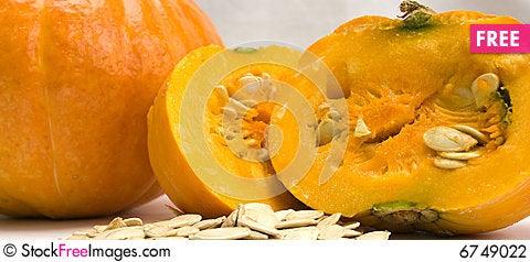 Free A Pumpkin And Pumpkin Seeds Stock Photography - 6749022