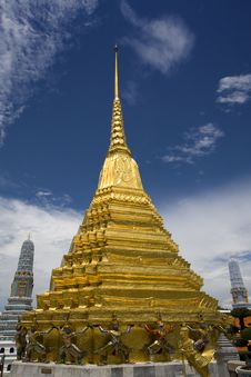 Free Golden Chedi 2 Stock Photo - 6746730
