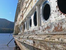 Free Boat Obsolete On Lake Royalty Free Stock Photos - 6748428