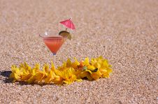 Free Tropical Drink On Beach Shoreline Royalty Free Stock Photography - 6749737