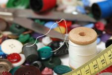 Free Needle And A Thread Stock Photography - 6751422