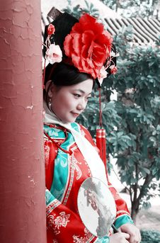 Free Chinese Girl In Ancient Dress Stock Image - 6752631