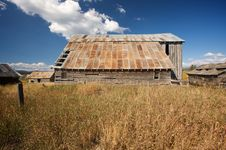 Free Rustic Barn Scene Stock Images - 6758454