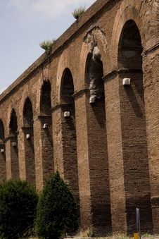 Free Rome: Alessandrino Aqueduct Stock Photo - 6760600