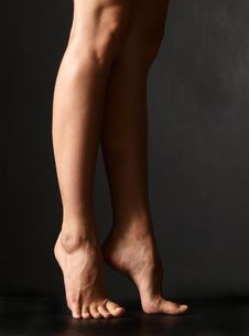 Free Woman S Legs Royalty Free Stock Photography - 6763697