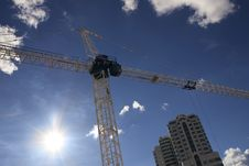 Free Construction Crane And Sunflare Royalty Free Stock Photos - 6766368