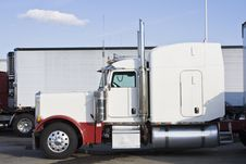 Free Parked Semi-truck Royalty Free Stock Photo - 6767195
