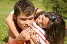 Free Happy Couple Playing In The Park Stock Photography - 6770762