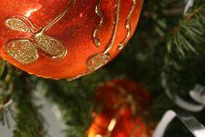 Free Gold Christmas Ball Stock Image - 6773281