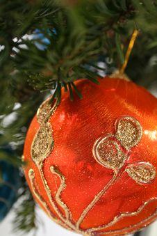Free Gold Christmas Ball Royalty Free Stock Image - 6773326