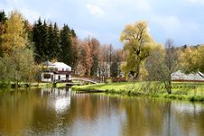 Free Autumn Park Stock Photography - 6773602