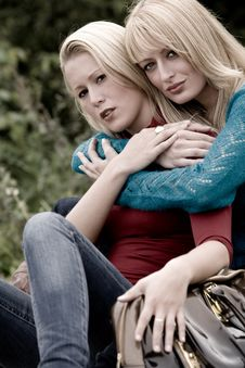 Free Hugging Sisters Royalty Free Stock Photos - 6774538