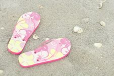 Free Flip Flops In The Sand Royalty Free Stock Images - 6775899