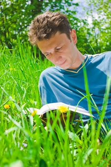 Young Man Reading Royalty Free Stock Images