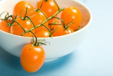 Free Yellow Cherry Tomatoes In Bowl Royalty Free Stock Photos - 6779278
