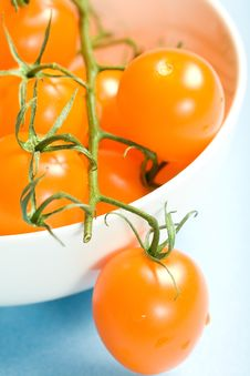Free Bowl Of Yellow Cherry Tomatoes Stock Photos - 6779823