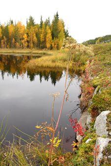 Free Lake In Autumn Royalty Free Stock Photos - 6792288