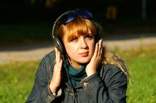 Free Girl With Headphones Stock Photography - 6792412