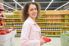 Free Young Woman In Shop Stock Photography - 6793992