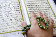 Free The Koran,  Tasbih (disbe, Subbah). Royalty Free Stock Photos - 6799578