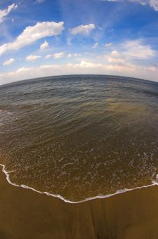 Free Sea, Sky And Beach Royalty Free Stock Photos - 682498