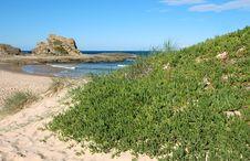 Free Bay With Rocky Headland Royalty Free Stock Image - 683806