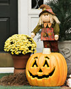 Free Smiling Scarecrow And Pumpkin Royalty Free Stock Images - 6809579