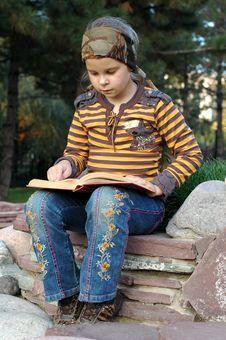 Free Girl Reading A Book I Stock Photos - 6801713