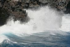 Free Waves Crashing Royalty Free Stock Photos - 6805888