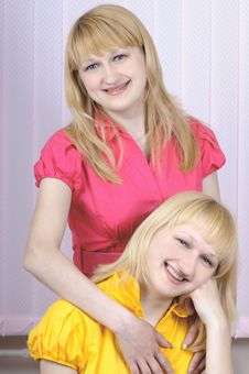 Free Two Beautiful Blond Sisters Royalty Free Stock Photography - 6807247