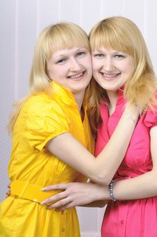 Free Two Attractive Blond Sisters Royalty Free Stock Photography - 6809647
