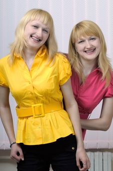 Free Two Beautiful Blond Sisters Royalty Free Stock Images - 6809649