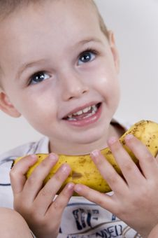 Free Little Boy Smiling And Holding A Banana Royalty Free Stock Photography - 6810777