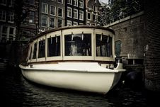 Free Boat In Canal Stock Photo - 6811900
