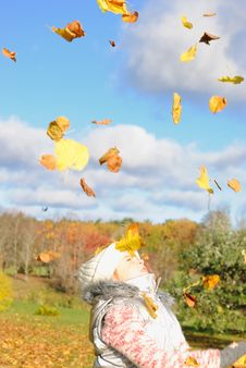 Free Little Girl In Autumn Stock Photography - 6814172