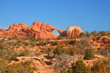 Free Red Rock Skyline Arch Royalty Free Stock Image - 6817036