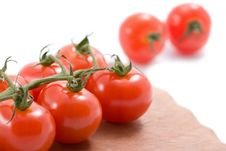 Free Ripe Tomatoes Over Wood Board Isolated Royalty Free Stock Photos - 6820138