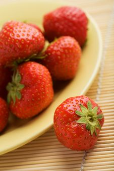 Free Strawberries In Yellow Plate Royalty Free Stock Images - 6820319