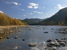 Free River Biya, Mountains And Blue Sky. Royalty Free Stock Photo - 6820775