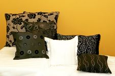 Free Pillows Yellow 2 Stock Image - 6822001