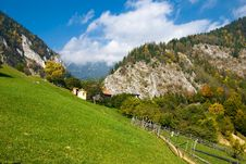 Free Mountain Village In Autumn Stock Photography - 6823452