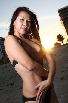 Free Woman Posing On The Beach Royalty Free Stock Images - 6827399
