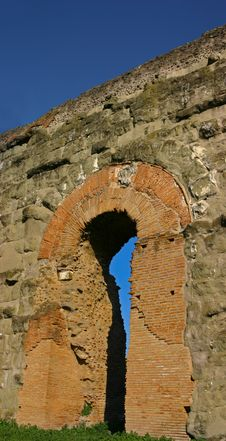 Free Aqueduct Repairs Royalty Free Stock Image - 6828216