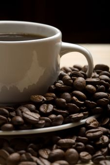 Free Cup Of Coffee And Coffee Beans Royalty Free Stock Photography - 6830457