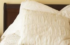 Free Beautiful Bedroom Interior Royalty Free Stock Photos - 6833458