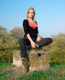 Free Beautiful Blondy Woman Posing On Autumn Royalty Free Stock Images - 6841879