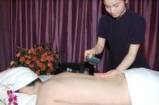Free Massage In Beauty Salon Royalty Free Stock Photography - 6842187