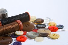 Free Sewing Treads And Buttons Royalty Free Stock Photography - 6842727